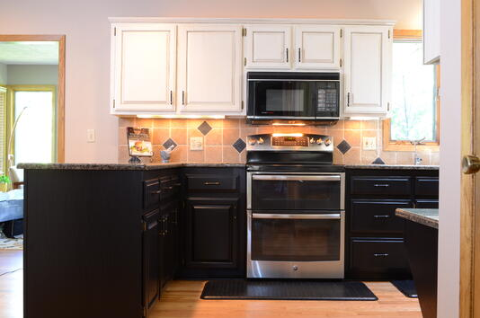 Two-tone black and white kitchen cabinets